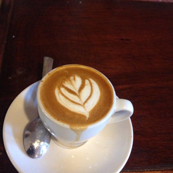 Foto tirada no(a) BKG Coffee Roasters por Kevin W. em 8/23/2015
