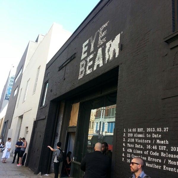 Das Foto wurde bei Eyebeam Art + Technology Center von Karina M. am 9/5/2013 aufgenommen