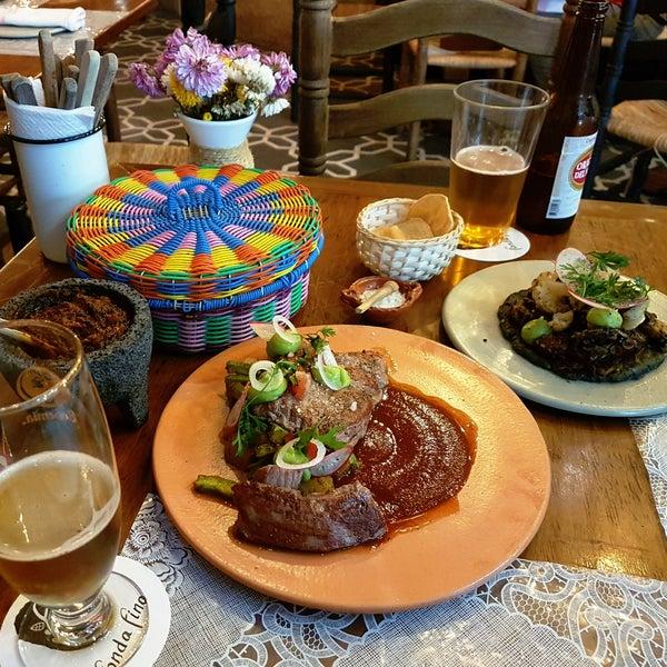 Comida mexicana con los mejores ingredientes, meseros atentos y serviciales, súper recomendado el aguachile negro, la arrachera en salsa pasilla, memela de pulpo y para cerrar el postre de guayaba.