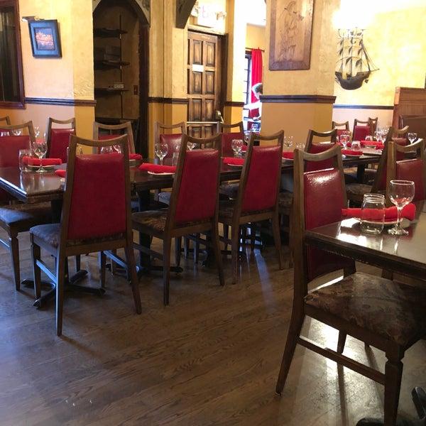 Foto scattata a Tasca Spanish Tapas Restaurant & Bar da Dennis V. il 6/13/2018