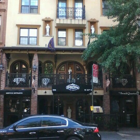 Foto tirada no(a) Bourbon Street Bar & Grille por Lorri Y. em 9/21/2012