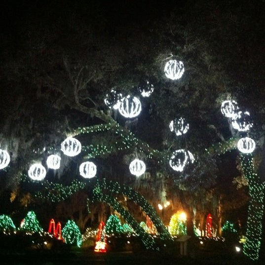 Photo taken at Christmas Lights Tour At Bellingrath Gardens by R R. on 12/
