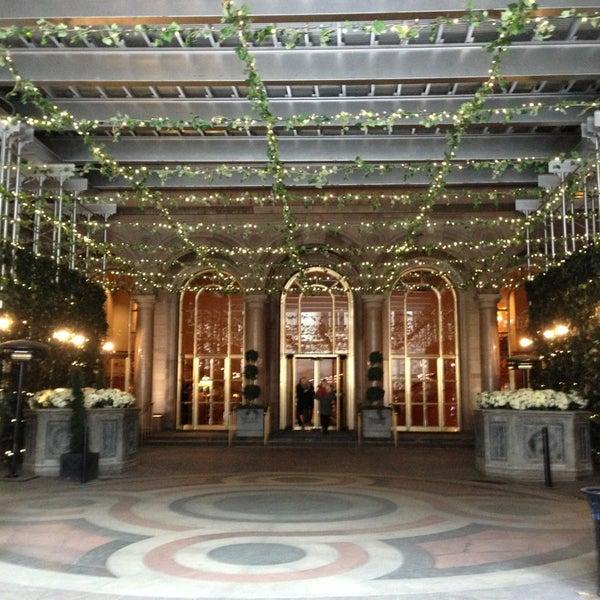 Foto scattata a Lotte New York Palace da Mr. S. il 2/20/2013