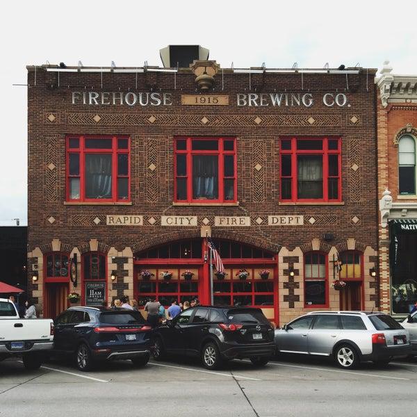 รูปภาพถ่ายที่ Firehouse Brewing Company โดย Heather M. เมื่อ 5/29/2016