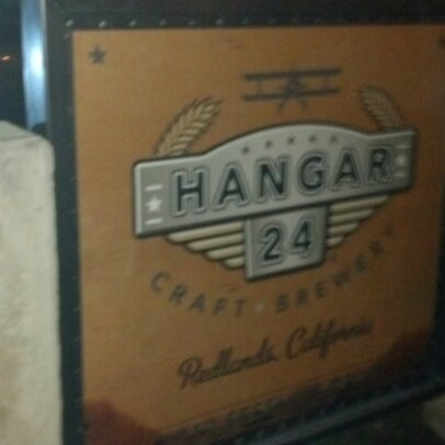 Foto tirada no(a) Hangar 24 Craft Brewery por Jeff S. em 12/18/2012