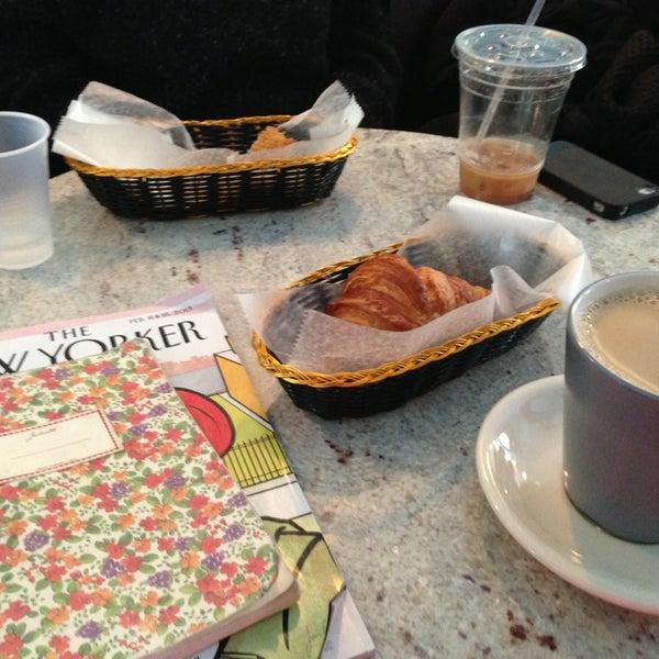 รูปภาพถ่ายที่ Croissanteria โดย Becca M. เมื่อ 2/9/2013