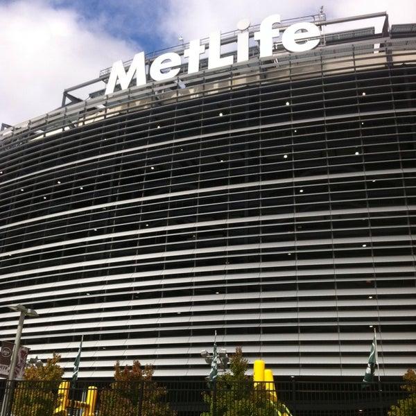 รูปภาพถ่ายที่ MetLife Stadium โดย Glenn I. เมื่อ 10/13/2013