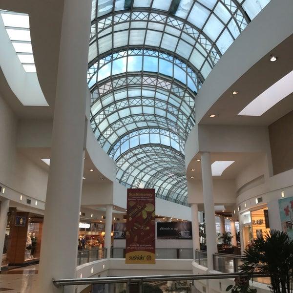 Foto diambil di Shopping Crystal oleh Gil F. pada 8/8/2017