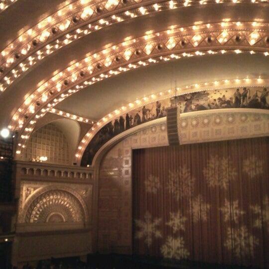 Foto diambil di Auditorium Theatre oleh MB Noble pada 12/27/2012