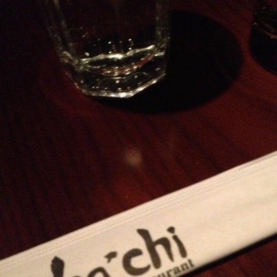 Photo prise au HaChi Restaurant & Lounge par Andrew C. le1/5/2013