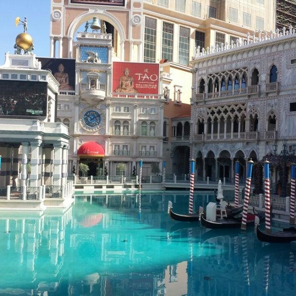 Foto tirada no(a) Venetian Resort & Casino por Steven C. em 9/17/2013