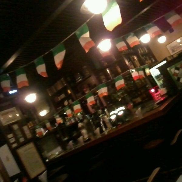 Foto diambil di All Black Irish Pub oleh Augusto F. pada 3/16/2013