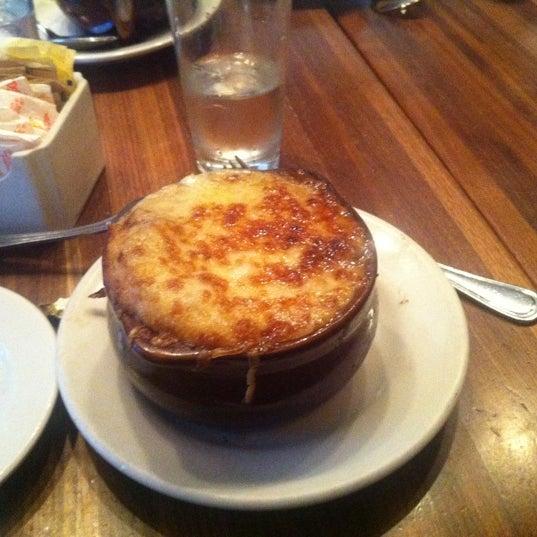 Foto tirada no(a) La Bonne Soupe por Ross S. em 9/23/2012