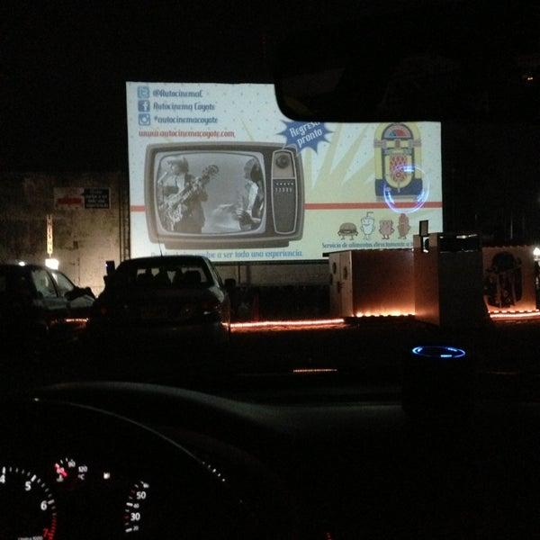 รูปภาพถ่ายที่ Autocinema Coyote โดย Po P. เมื่อ 12/31/2012