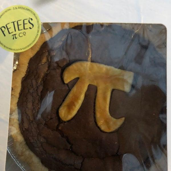 Foto tomada en Petee's Pie Company por Elizabeth F. el 3/14/2020
