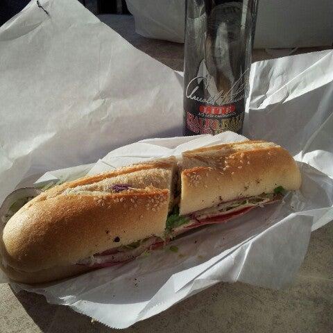 Das Foto wurde bei Mona Lisa Italian Restaurant von Dan R. am 11/10/2012 aufgenommen