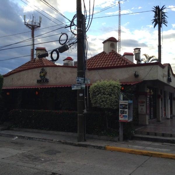 Foto tomada en Rico's Café Zona Dorada por  Frank S. el 11/7/2014