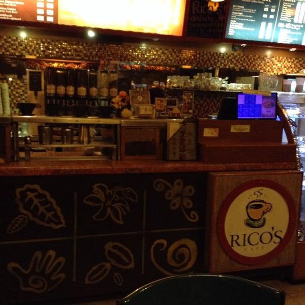 Foto tomada en Rico's Café Zona Dorada por  Frank S. el 11/9/2014