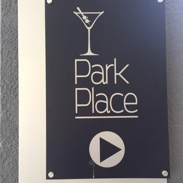 Foto scattata a Park Place Bar & Grill da Alex M. il 10/30/2016