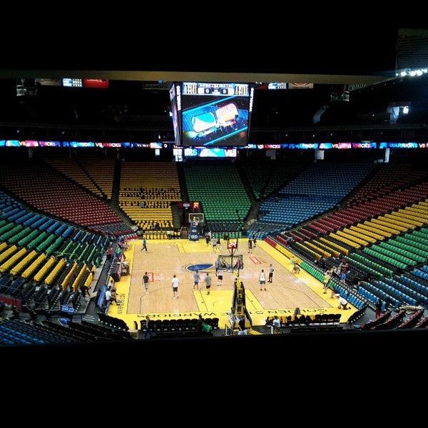 รูปภาพถ่ายที่ Oakland Arena โดย Christina E. เมื่อ 3/11/2013