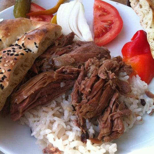 Foto diambil di Çulcuoğlu Restaurant oleh Gizem Gül🌹 pada 11/29/2012