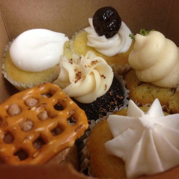 รูปภาพถ่ายที่ Prohibition Bakery โดย Sandy P. เมื่อ 5/16/2014