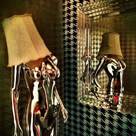 Das Foto wurde bei Foundation Nightclub von Kendra M. am 11/1/2012 aufgenommen