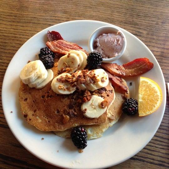11/17/2012 tarihinde Victoria Y.ziyaretçi tarafından Good Enough to Eat'de çekilen fotoğraf