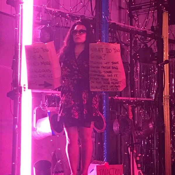 Das Foto wurde bei Rattlestick Playwrights Theater von Susan D. am 10/14/2017 aufgenommen