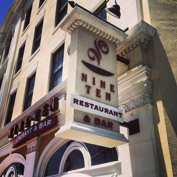 Foto tirada no(a) Nine-Ten Restaurant and Bar por Harry Z. em 6/22/2013