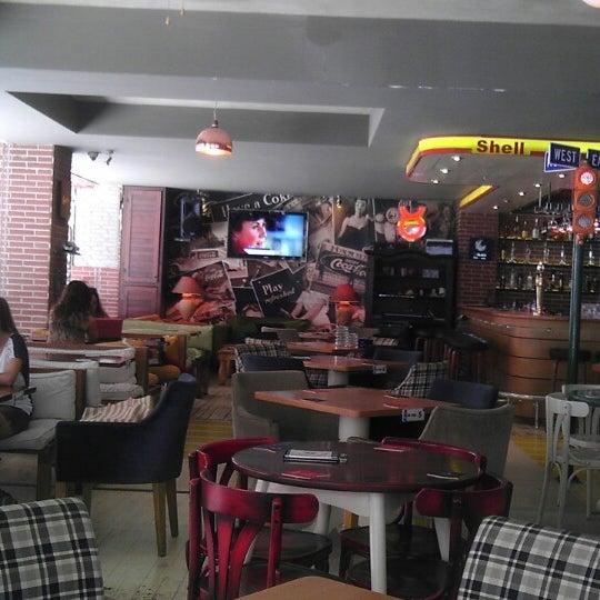 Foto diambil di Diesel Pub oleh Serhat S. pada 6/25/2013