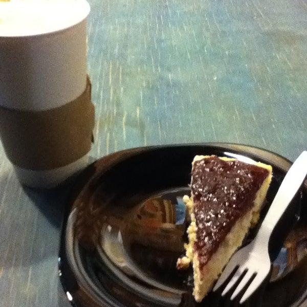 Foto diambil di Arts & Coffee Co. oleh Wu🐲 pada 1/22/2013