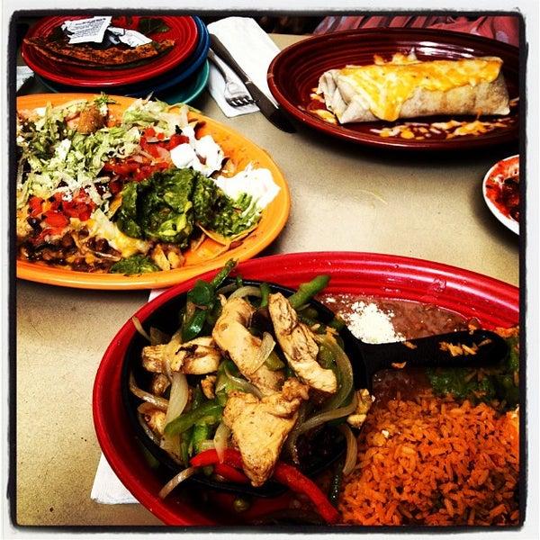 รูปภาพถ่ายที่ Cafe Coyote โดย Khalid A. เมื่อ 10/15/2012