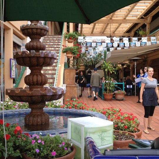 รูปภาพถ่ายที่ Cafe Coyote โดย Khalid A. เมื่อ 10/12/2012