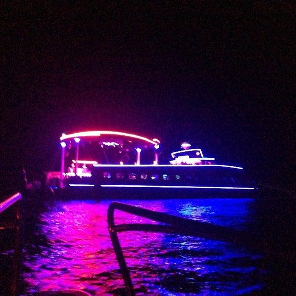 7/16/2013 tarihinde Destina tuğçe ünalziyaretçi tarafından Club Catamaran'de çekilen fotoğraf