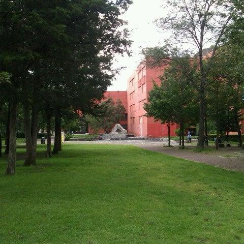 รูปภาพถ่ายที่ Universum, Museo de las Ciencias โดย Jesus D. เมื่อ 9/14/2012