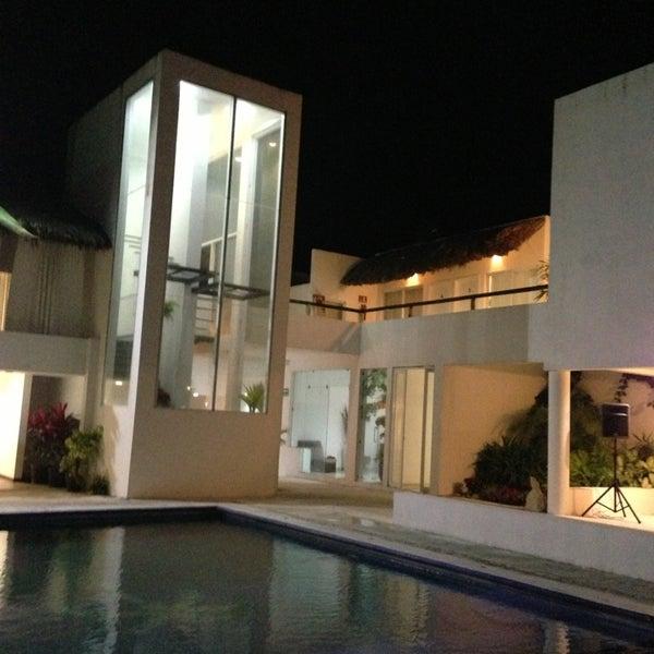 Un hotel hermoso a la orilla del mar!!    Muy bonitas habitaciones y un excelente servicio.