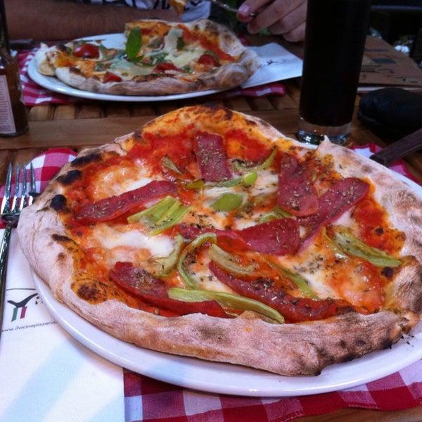 Das Foto wurde bei Il Vicino Pizzeria von Nur S. am 7/28/2013 aufgenommen