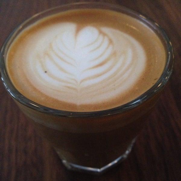 Foto scattata a Gorilla Coffee da Peter C. il 1/21/2014