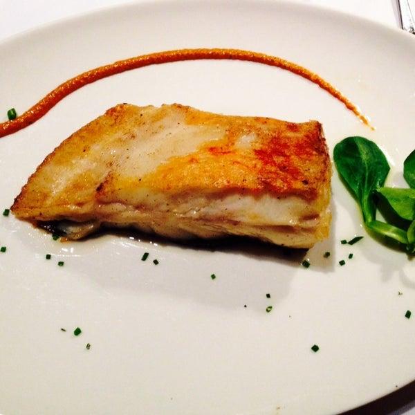 Excelente plato , buen cocinado, la costra justa y por dentro muy vaporizado, un buen vino blanco es ideal !