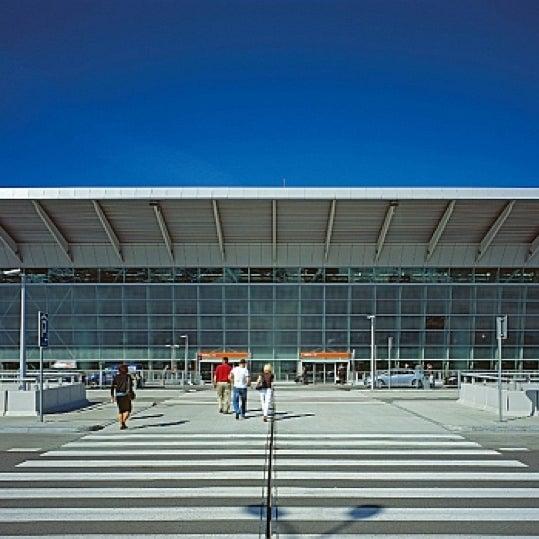 11/15/2012에 Mark T.님이 바르샤바 쇼팽 공항 (WAW)에서 찍은 사진