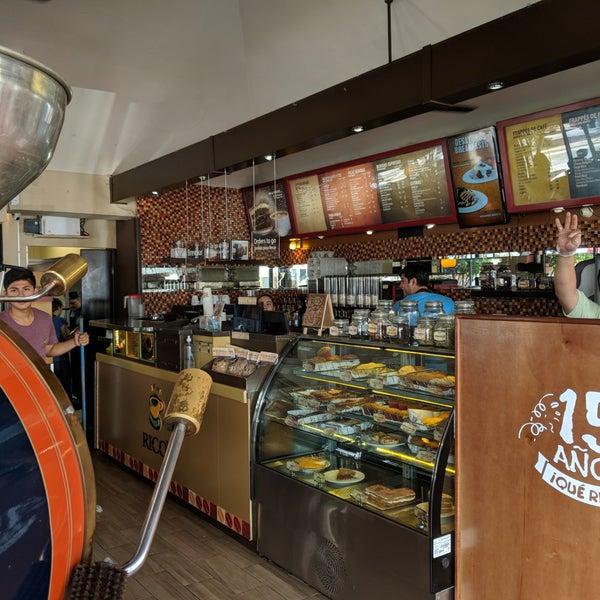 Foto tomada en Rico's Café Zona Dorada por Scott K. el 5/19/2018