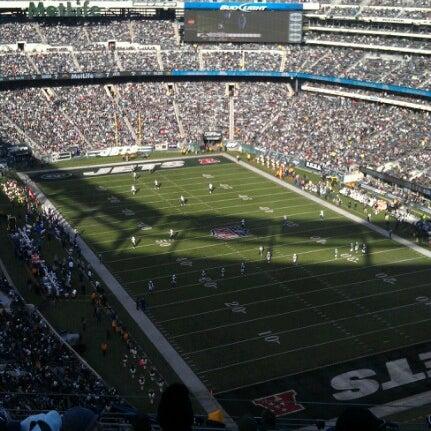 รูปภาพถ่ายที่ MetLife Stadium โดย Rickie F. เมื่อ 12/23/2012
