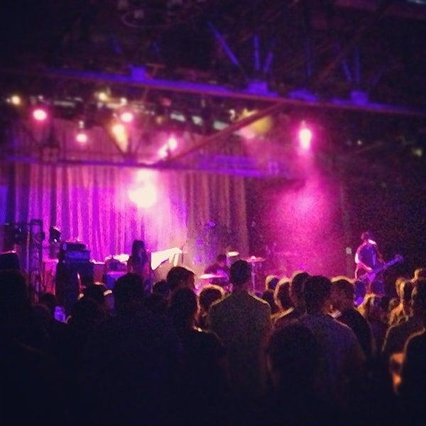 รูปภาพถ่ายที่ Warehouse Live โดย Kacey W. เมื่อ 11/2/2012