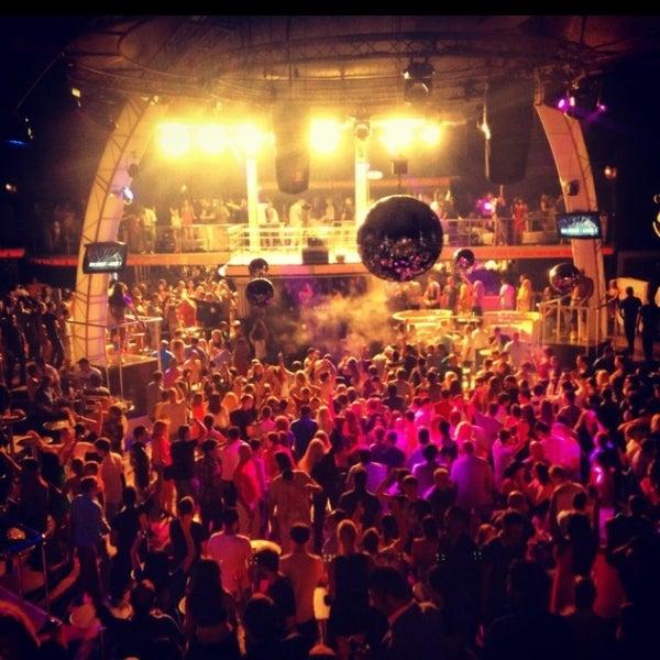 รูปภาพถ่ายที่ Club Inferno โดย Emre O. เมื่อ 7/25/2013