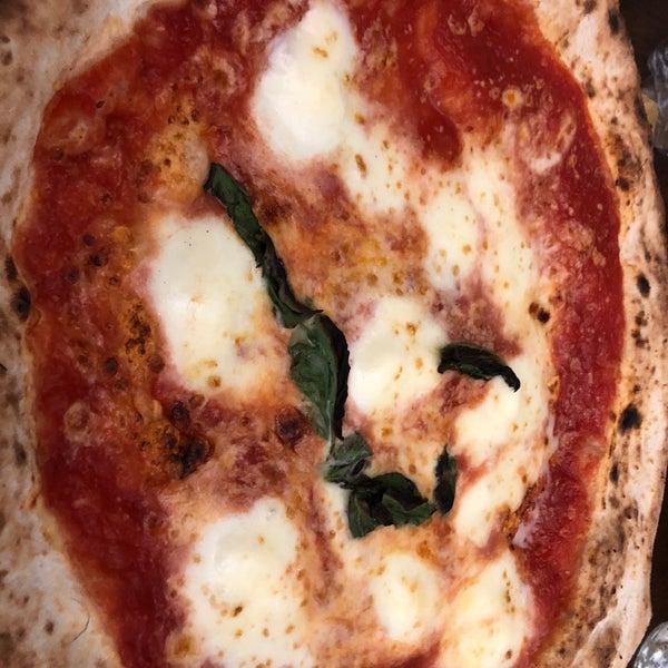 Foto tomada en Pizzeria O' Vesuvio Napoletana Forno Legna por Berkay Ş. el 10/2/2018