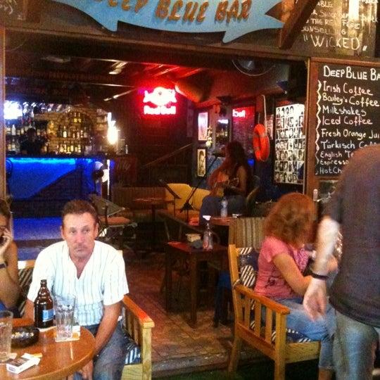Foto tirada no(a) Deep Blue Bar por Nazlı K. em 10/5/2012