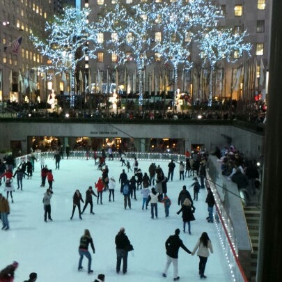 Das Foto wurde bei The Rink at Rockefeller Center von Peter F. am 12/15/2012 aufgenommen