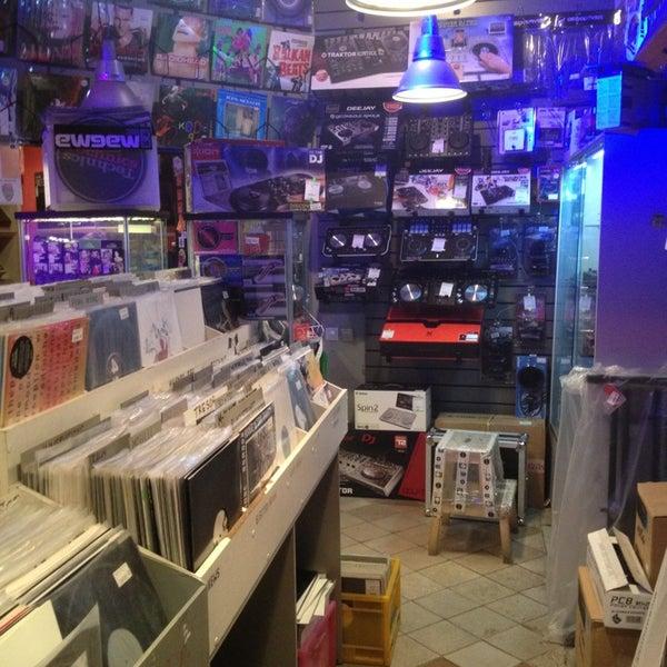 1/22/2013에 Arthur A.님이 Baza Record Shop에서 찍은 사진