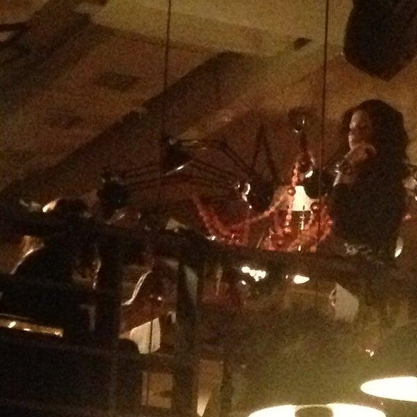 รูปภาพถ่ายที่ Moska Bar โดย Oksana F. เมื่อ 1/10/2013